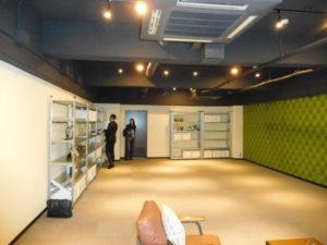図書館風デザイン賃貸オフィス